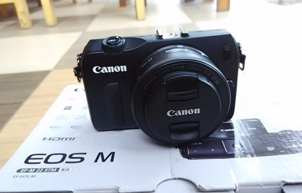 Kamera Mirrorless Canon EOS M lensa EFS 22mm like new (Sold Out)