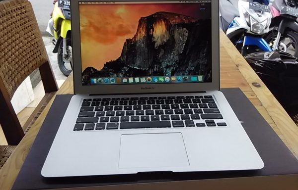 Macbook Air 13'3 2011 like new fulset (Sold Out)