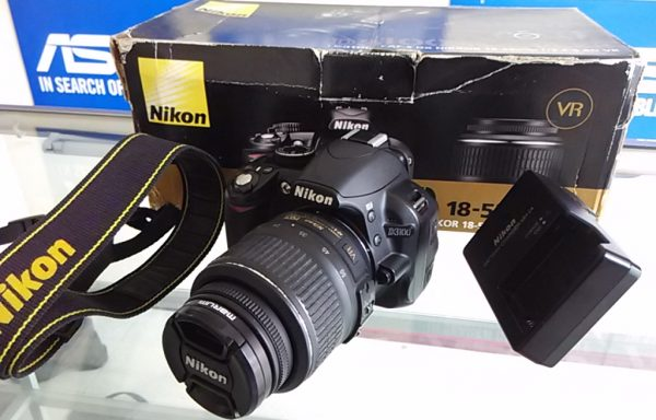 Nikon D3100 lensa 18-55mm VR like new Bonus memory dan UV filter (LAKU)