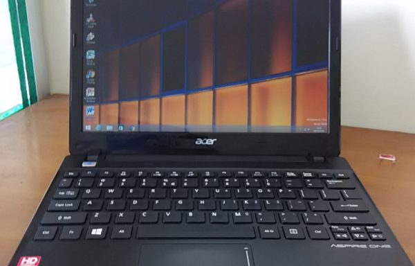 Netbook Acer Aspire One 725 Layar 11.6in HDD 320GB Batrei Super Awet (LAKU)