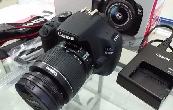 Canon 1200D lensa 18-55mm Like New Garansi sampai Maret 2017 (LAKU)