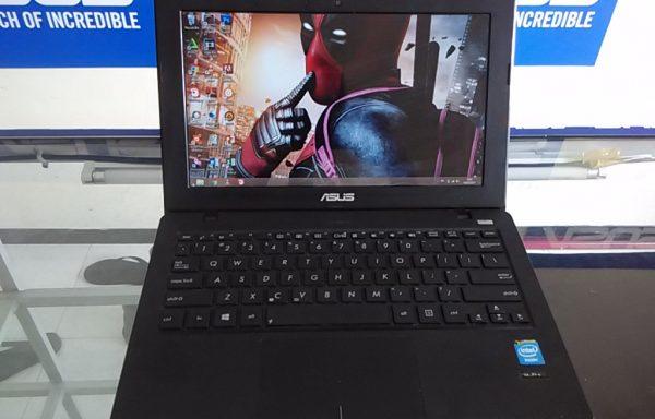 Netbook Asus X200ca Ram 4GB Batrei Awet (LAKU)