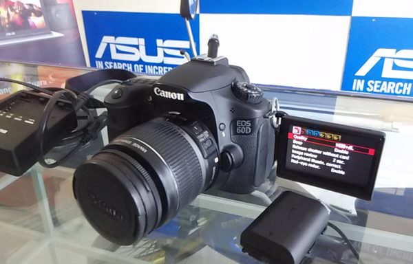 Canon 60D Lensa 18-55mm SC Rendah 2 Batrei Memory 32GB Like New (LAKU)