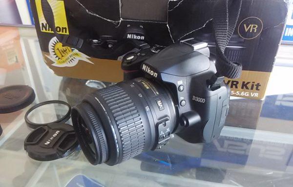 Kamera Nikon D3000 Lensa 18-55mm VR Istimewa dan Fullset (LAKU)