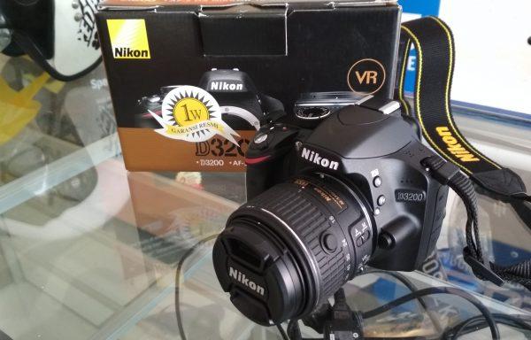Kamera DSLR Nikon D3200 Lensa 18-55mm VRII SC 4Ribuan Fullset Like New (LAKU)