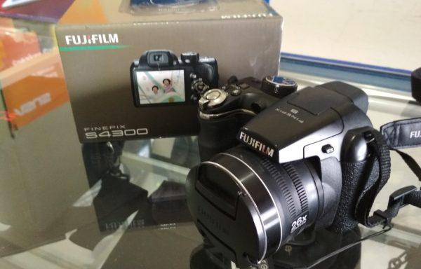 Kamera Prosumer Fujifilm S4300 26xzoom Fitur Mirip DSLR (LAKU)