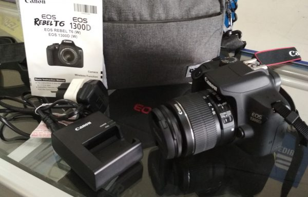 Kamera DSLR Canon 1300D Lensa 18-55m IS II WiFi Baterei 2 Like New (LAKU)