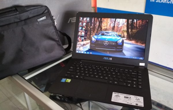 Laptop Asus X455L Core i3-4005u Nvidia 920m 2GB Fullset Mulus Like New (Laku)