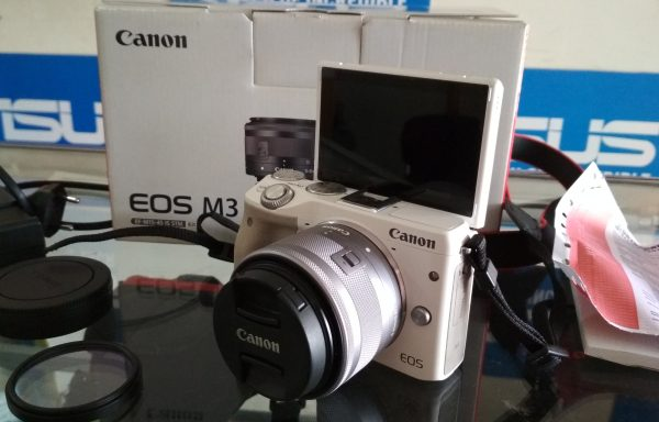 Kamera Mirrorless Canon EOS M3 24MP Lensa 14-45 IS STM Wifi Lengkap  (LAKU)